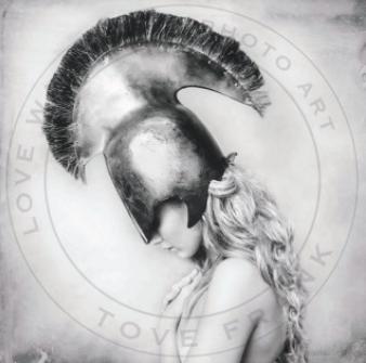 LOVE WARRIORS - STELLA 100x100 CM