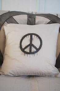 KUDDE - PEACE - LIGHT GREY 60x60 CM