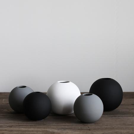 COOEE - BALL VASE - BLACK 10 CM