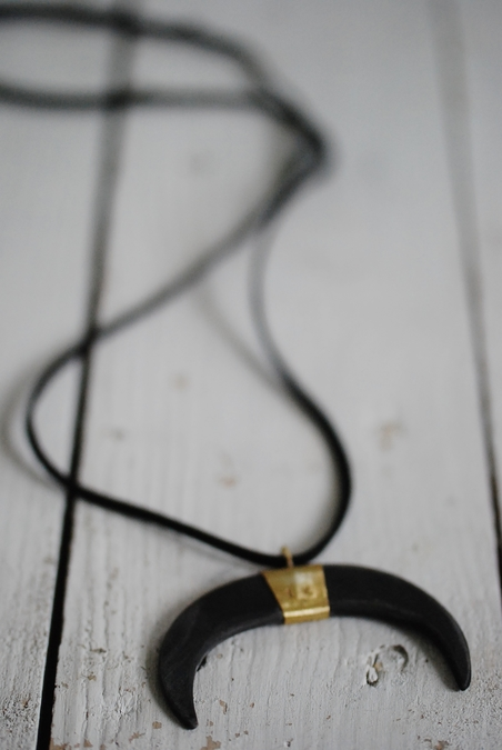 LOVE WARRIORS - FIGHTER TUSK NECKLACE - BLACK