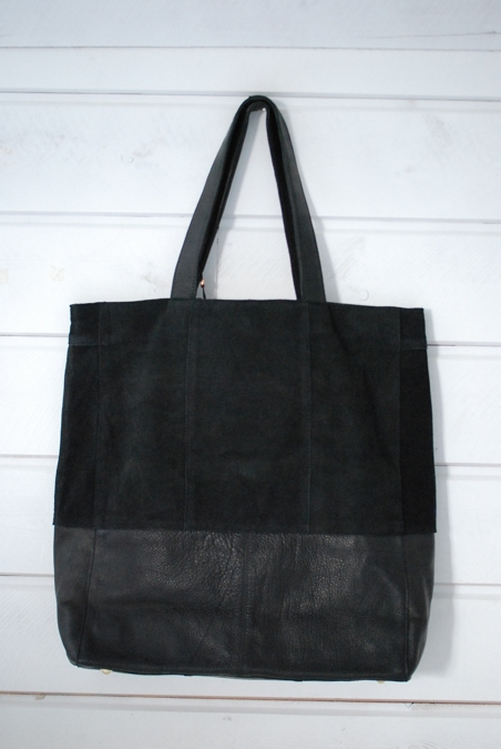 UNMADE - GRAPHICSUEDE SHOPPER - BLACK