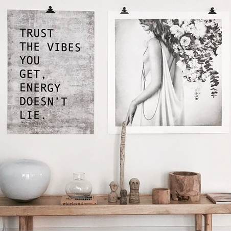 POSTER - TRUST THE VIBES - LJUS