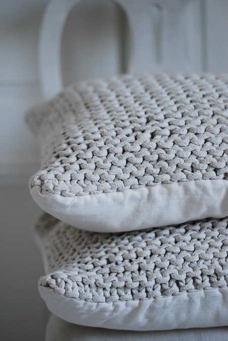 TELL ME MORE -  ROPE CUSHION - OFF WHITE