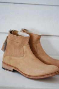 MUNDERINGSKOMPAGNIET - CARRIE LOW BOOT- BEIGE