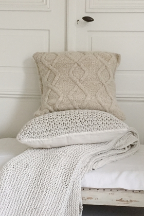 HANDKNITTED CUSHION